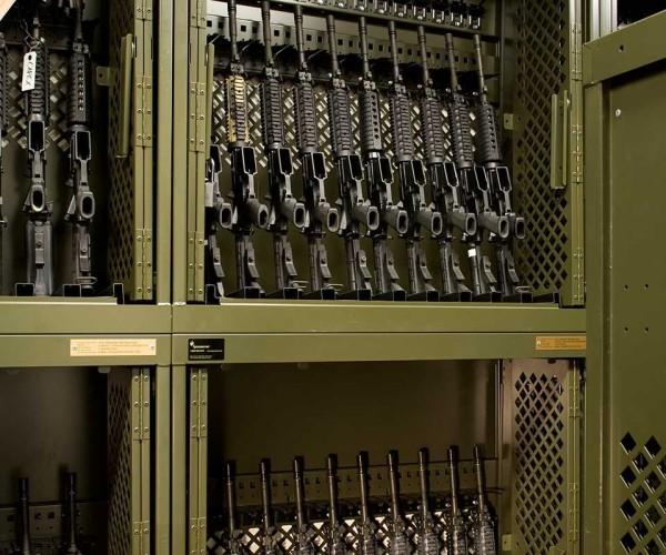 example_weapons_universalweaponsrack_uwr_1