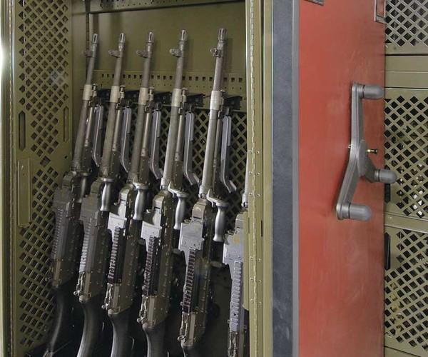 example_weapons_universalweaponsrack_uwr_2