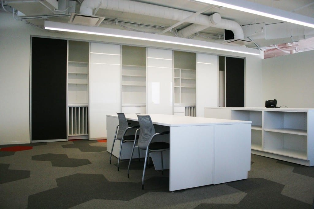 white_office_tables_and_chairs